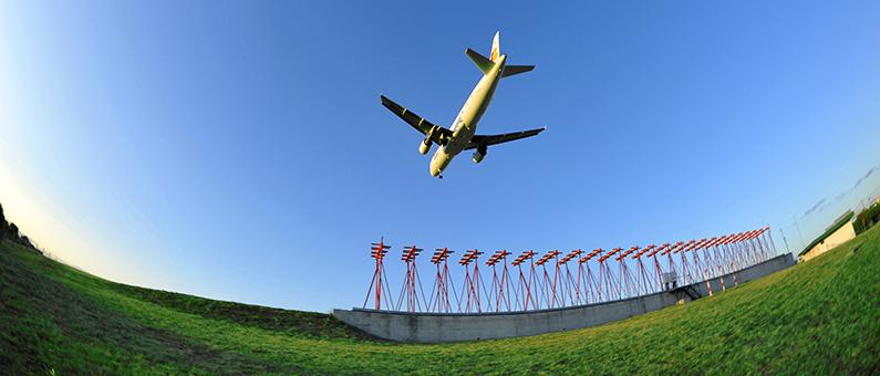 Mais de 200 aeroportos europeus comprometem-se a gerar zero emissões de carbono até 2050